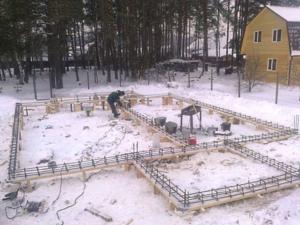 строительство фундамента дома зимой