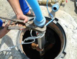 достать насос из скважины и замена насоса