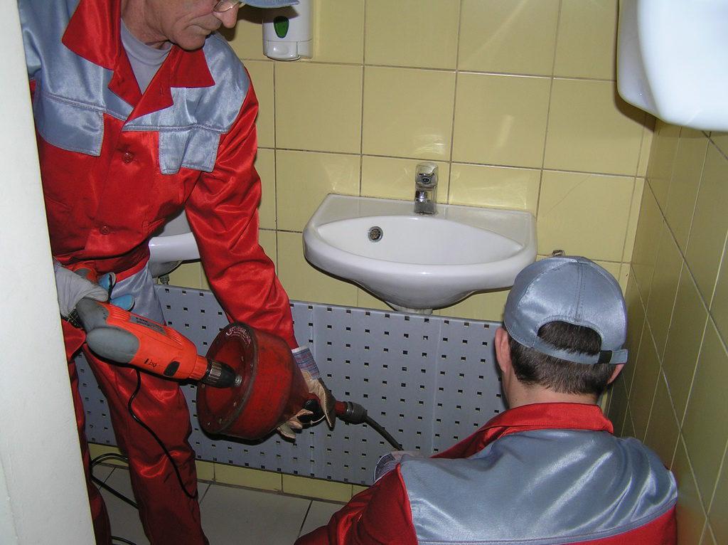 прочистка канализационных труб в частном доме