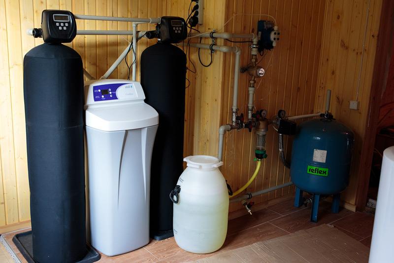 Монтаж оборудования водоочистки для коттеджа